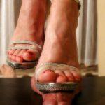 Dominatrice cherche lécheur de pieds fétichiste région Chalon