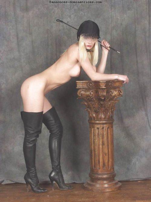 Domina blonde cherche homme poney