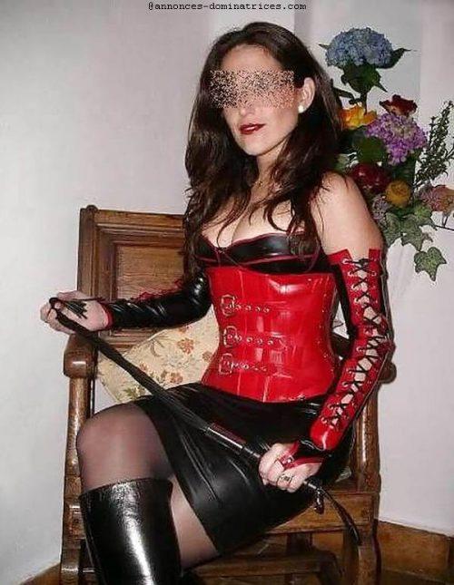 Maitresse Hélène cherche une bonniche à domicile